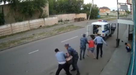 """""""Я их вчера уволил!"""" - начальник ДВД о драке полицейских с посетителями кафе"""