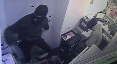 Дерзкое ограбление в Талгаре: разбойники напали на отделение Kaspi bank