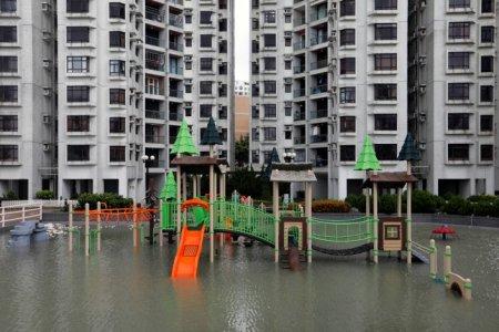 Мощнейший тайфун Hato обрушился на юг Китая: кадры с места ЧП