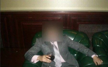 Ванна на костре, карты и алкоголь: появились фото с отдыха кызылординских чиновников