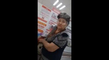 Охранник супермаркета поймал на краже свою бывшую учительницу и публично унизил
