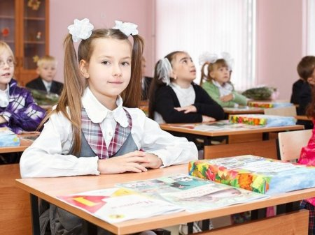 """В школьную программу в Казахстане введут учебник """"Общество и религия"""""""