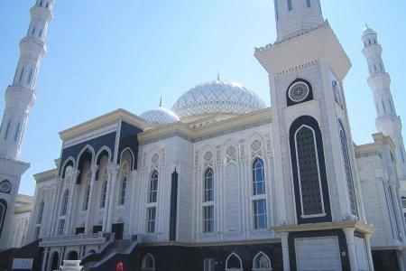 Госслужащих Казахстана могут наказать за посещение мечети в рабочее время