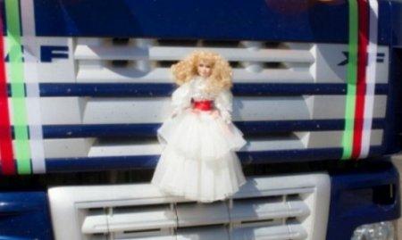 Необычный свадебный кортеж удивил семейчан