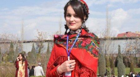 Граждан Таджикистана законом обязали носить национальные наряды