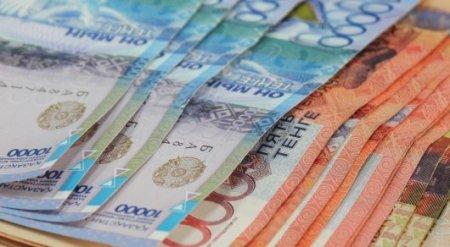 Курс нацвалюты ослабел до 337,8 тенге за доллар