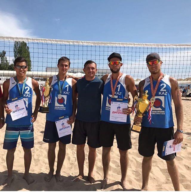 Спортсмены из Актау завоевали четыре медали на международном турнире по пляжному волейболу