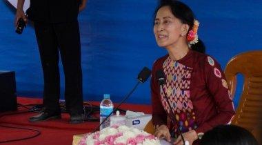 Лидер Мьянмы Аун Сан Су Чжи выступила с обращением к нации по вопросу рохинджа