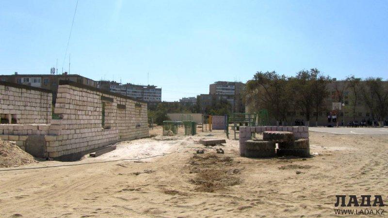 Нурлыбек Койжанов: У школы №10 в 11 микрорайоне Актау строят крытый спортивный зал