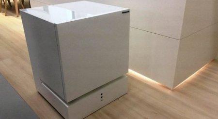 Холодильник научили приезжать на голос хозяина