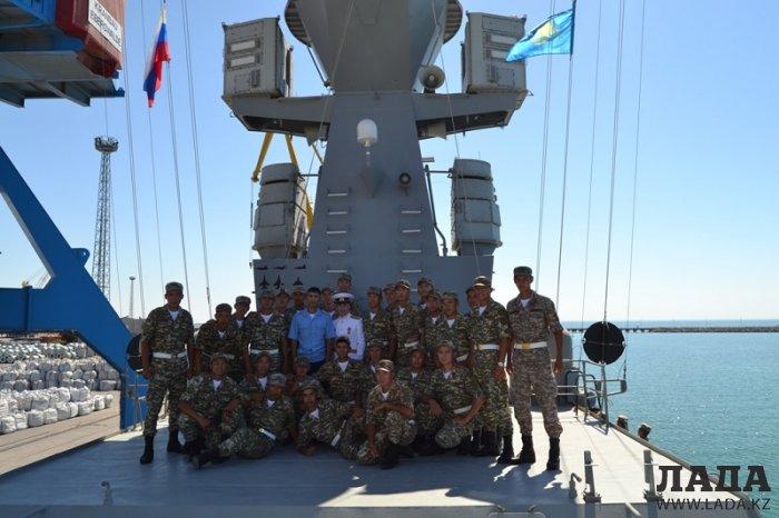 В морской порт Актау прибыли корабли Каспийской флотилии РФ