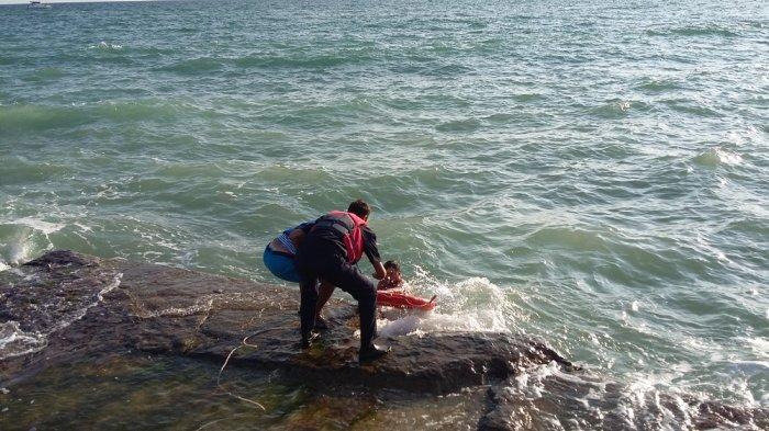 В Актау спасли тонущего 40-летнего мужчину