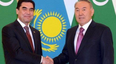 Назарбаев прилетел в Туркменистан