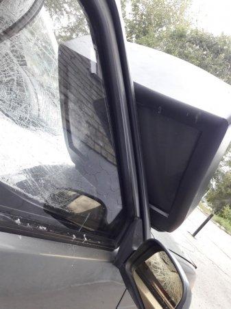 Полиция Костаная ищет хулигана, сбросившего телевизор на автомобиль