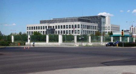 Посольство США в Казахстане распродает машины, мебель и бронированные окна