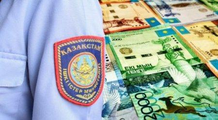 Двое полицейских требовали взятку у директора крупной компании в Кокшетау