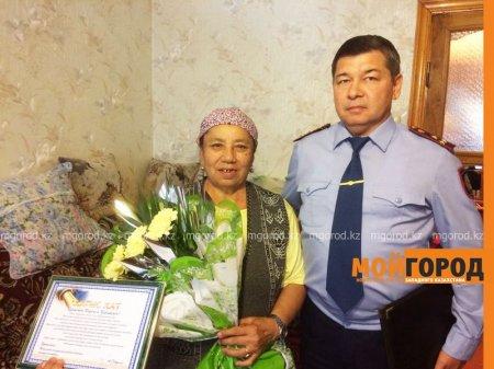 Полицейские разыскали бабушку, разнимавшую дерущихся парней в Уральске