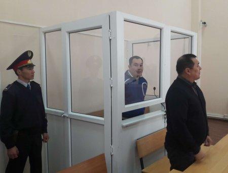 В Уральске пять лет тюрьмы дали полицейскому, избившему водителя за отказ дать взятку
