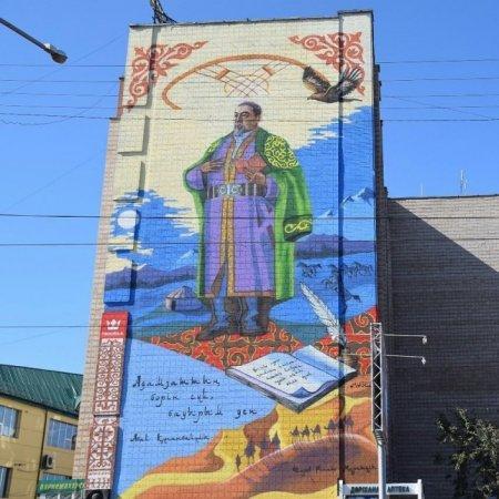 Одно из самых масштабных изображений Абая появилось на доме в Усть-Каменогорске