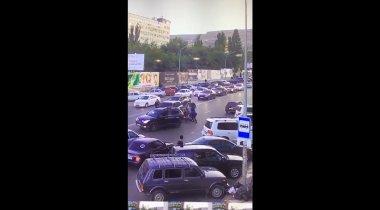 Охрана главы МВД Дагестана избила не пропустившего кортеж водителя: видео попало в Сеть
