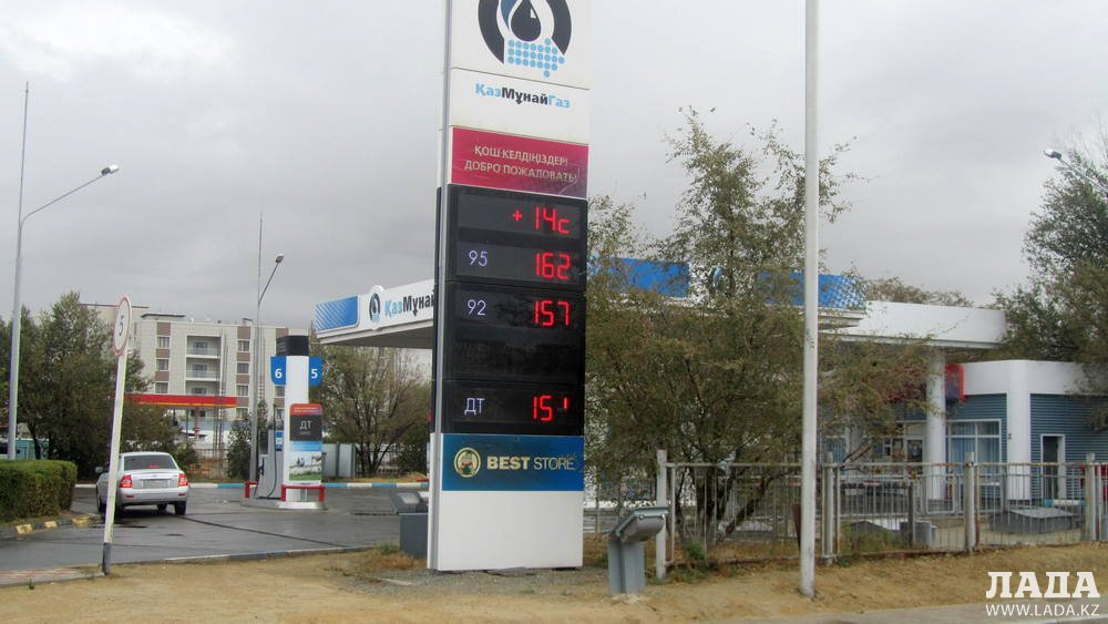 На некоторых заправках Актау поднялась цена на бензин марки АИ-92