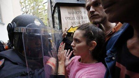 В Каталонии 38 человек пострадали при столкновениях с полицией