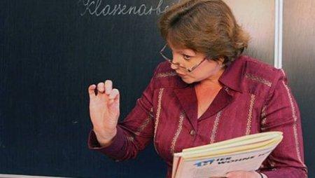 В Казахстане подарки учителям и директору школы считаются взяткой, за которую грозит тюрьма