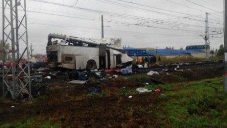 Стали известны имена водителей автобуса, попавшего в ДТП с поездом в России