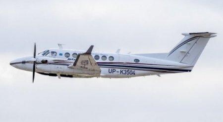 Посадка без шасси в Уральске: в стекло самолета влетела птица