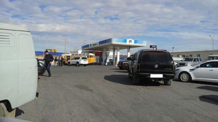 На заправках Актау бензин марки АИ-92 и  АИ-95 продают только по талонам