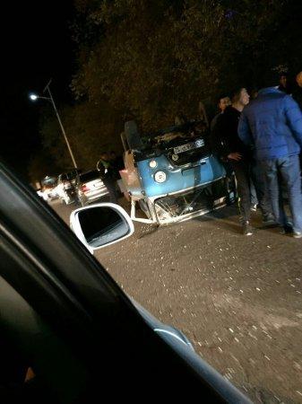 Машина с мигалками перевернулась в Жанаозене