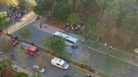 В турецком городе Мерсине взорвался полицейский автобус, пострадали не менее 12 человек