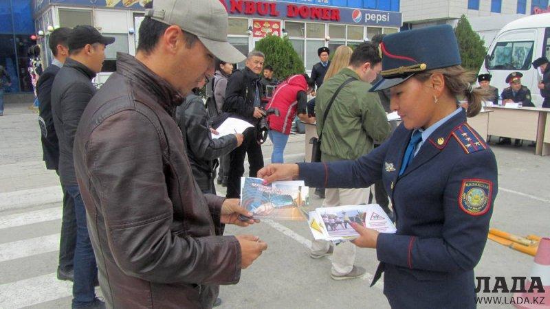 Полицейские Актау ответили на вопросы пользователей Lada.kz