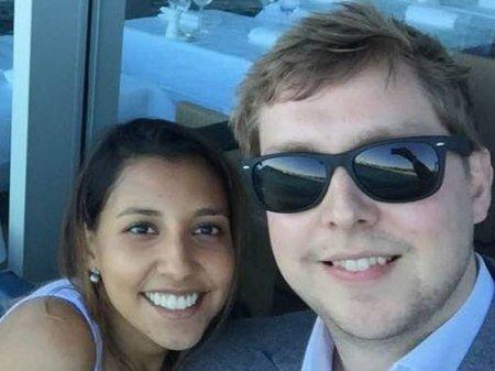 Британец сделал девушке предложение в самолете, испугавшись авиакатастрофы