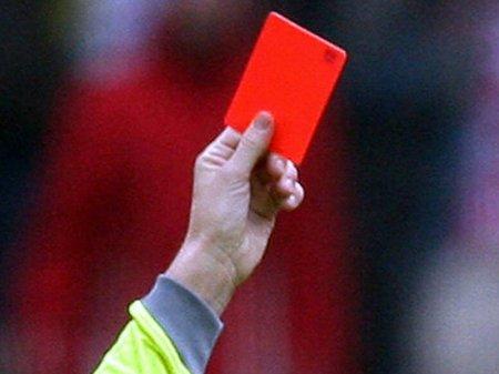 Справивший нужду во время матча английский вратарь получил красную карточку
