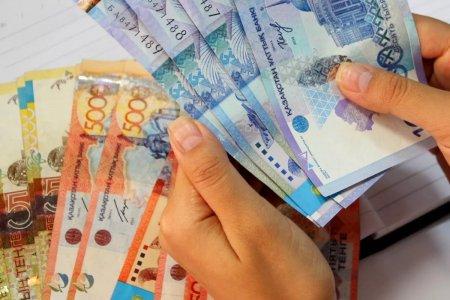 Средняя зарплата в Казахстане сократилась на 2 тыс тенге