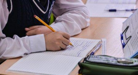 Сагадиев рассказал, как будут внедрять латиницу в школах
