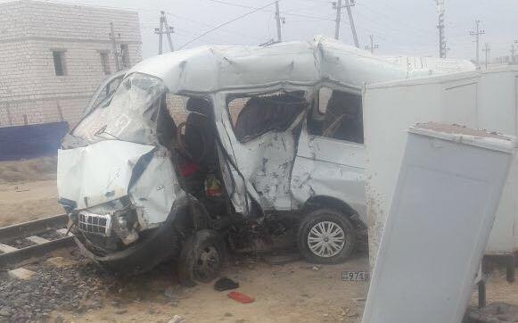 Столкновение «ГАЗели» и тепловоза в пригороде Жанаозена: Погибли шестеро человек