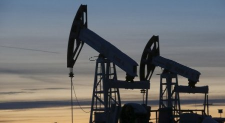 Курс тенге при нефти в 60 долларов за баррель прокомментировал Акишев
