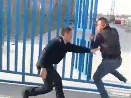 Видео сопротивления китайца полицейским РК возмутило пользователей соцсетей