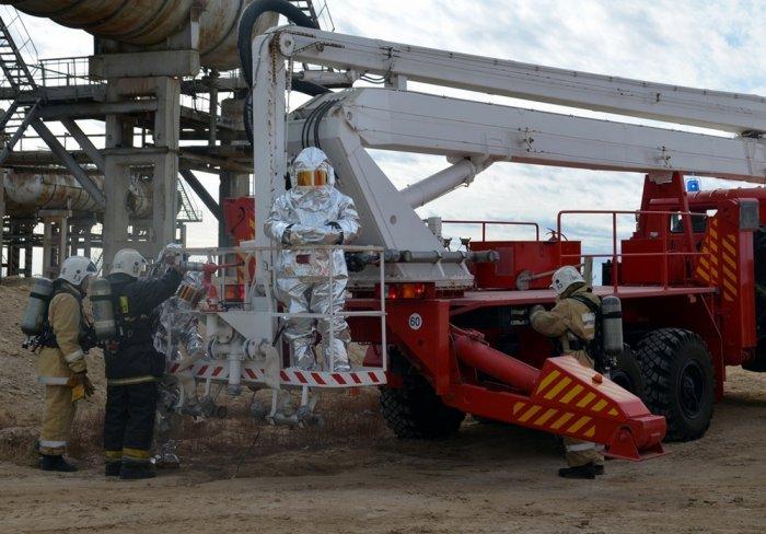 Пожарные Мангистау отработали действия по тушению возгорания на газоперерабатывающем заводе