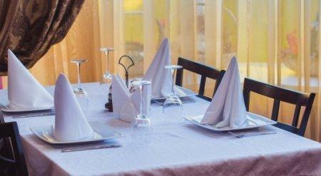 Ресторан для нудистов открылся в Париже