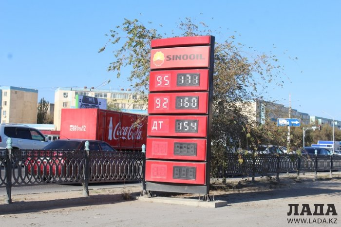 В Актау водители пожаловались на дефицит бензина марки АИ-95