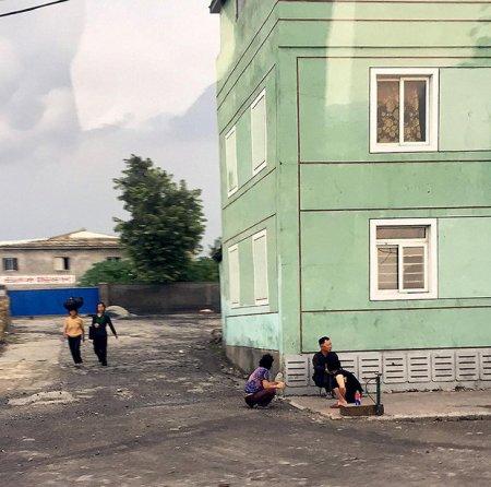 Как живет самая загадочная нация в мире. Туристам удалось сделать нелегальные фото в КНДР