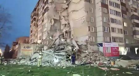 Видео обрушения 9 этажей жилого дома в России появилось в Сети