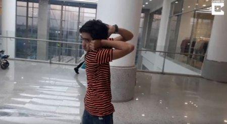 Мальчик-сова: пакистанец поворачивает голову на 180 градусов