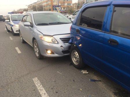 На перекрёстке в Актау столкнулись четыре автомобиля