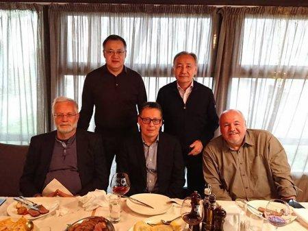 14 должностей, пять человек: кто есть кто на снимке? - загадка от казахстанца