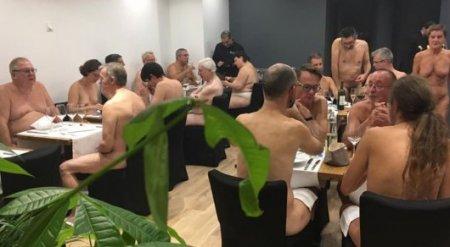 В Сети появилось видео, снятое внутри ресторана для нудистов