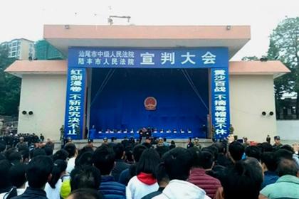 В Китае разослали приглашения на казнь через соцсети и устроили из экзекуции шоу